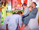 Xúc động nghi lễ rửa chân báo hiếu cha mẹ trong lễ Vu Lan