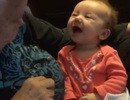Clip em bé 9 tuần tuổi khiếm thính học nói chuyện cùng bà ngoại lay động triệu người xem