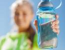 Choáng với lượng vi khuẩn trong bình nước cá nhân