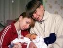 Những ông bố bà mẹ trẻ tuổi nhất thế giới (P1)