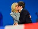 """Cuộc tình """"chị em"""" phá vỡ mọi định kiến của Tổng thống đắc cử Pháp"""