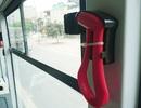 Búa thoát hiểm của buýt nhanh khó dùng vì… bị buộc quá chặt?