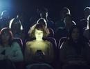 Cô gái bị bạn trai kiện vì nhắn tin khi xem phim trong lần hẹn đầu tiên