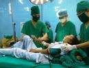Mang khối u như quả bưởi trên cơ thể co cứng cơ