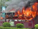 Xe vừa đổ hết khách bất ngờ bốc cháy ngùn ngụt