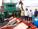 Phát hiện tàu cá chở hàng chục ngàn lít dầu không rõ nguồn gốc