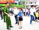 Hàng loạt du khách mặc váy ngắn bị ngăn lên Đền Hùng bái Tổ