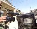Phóng viên chiến trường thoát chết nhờ máy quay đỡ đạn