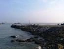 """Quảng Bình: Cưỡng chế phá dỡ cảng cá """"chui"""" ở Hòn La"""