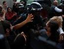 Cảnh sát đụng độ người bỏ phiếu ở Catalonia, 38 người bị thương