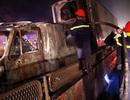 Xe container bốc cháy dữ dội cạnh cây xăng