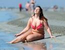 Chanelle Hayes gây choáng với thân hình xồ xề