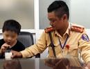 Hà Nội: Bé trai 4 tuổi lạc mẹ giữa giờ cao điểm