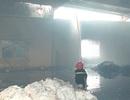 Huy động hàng nghìn người dập lửa tại nhà máy sợi OE