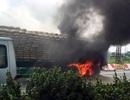 Hà Nội: Xe rơ-moóc bốc cháy, cao tốc ùn tắc kéo dài