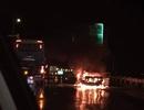 Ô tô bốc cháy dữ dội trên cao tốc Pháp Vân - Cầu Giẽ