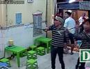 Cả chục thanh niên mang hung khí đập phá quán kem ở trung tâm Sài Gòn