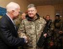 Chiến sự Donbass: Mỹ tới thăm, Ukraine pháo kích dữ dội