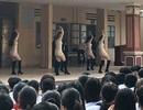 Hà Nội: Xôn xao clip biểu diễn văn nghệ phản cảm ở trường cấp 3