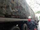 Hãi hùng chen chân cùng xe container trên phố