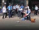 Người dân hợp lực vây bắt tên cướp dây chuyền trên phố