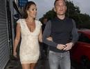 Cựu hoa hậu Anh vẫn mặc váy bó, đi giày cao gót khi bầu bí