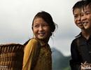 Những đứa trẻ làm du lịch ở thung lũng Tả Van