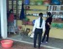 Tạm đình chỉ hiệu trưởng dọa học sinh cho vào máy nhổ lông gà