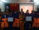 Vượt 60 hải lý cứu 13 ngư dân gặp nạn giữa biển động dữ dội