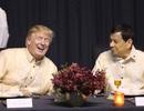 Tổng thống Duterte hát tại dạ tiệc theo đề nghị từ Tổng thống Trump