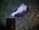 Bé sơ sinh còn nguyên dây rốn run rẩy trong túi rác bị vứt bên đường