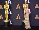 Sao phim La La Land đẹp rạng rỡ khoe tượng vàng Oscar