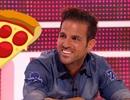 Fabregas thừa nhận đã ném bánh pizza vào mặt Sir Alex