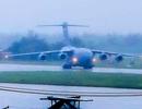 Máy bay C17 của đoàn Mỹ tới sân bay Đà Nẵng