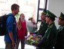 Hai hành khách quốc tế đầu tiên nhập cảnh vào Việt Nam bằng thị thực điện tử