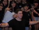 """DJ Top 3 thế giới Hardwell khen """"khán giả Việt Nam tuyệt vời nhất thế giới"""""""