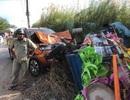 Xe bán tải lao qua đường đâm xe ba gác, 4 người thương vong