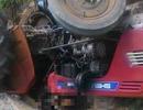 Người đàn ông chết thảm dưới bánh xe công nông do chính mình lái