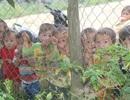 Gần 100 trẻ vẫn chưa được đến trường vì… đường quá xa