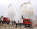 Giả định tình huống bồn chứa dầu mỏ bị sét đánh vỡ, bốc cháy
