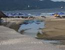Bờ biển Đà Nẵng bị xé toạc, ô nhiễm bởi những cống xả thải