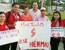 Bạn trẻ ra công viên tuyên truyền hiến máu cứu người
