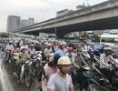 Dòng người đổ về Hà Nội sau nghỉ lễ, đường phố ùn tắc cục bộ