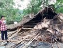 Lốc lớn kèm mưa đá, nhà sập đè lên 3 mẹ con
