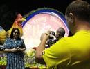 Nha Trang: Du khách nước ngoài hân hoan ra đường đón năm mới Đinh Dậu