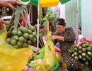 """Mục sở thị chợ """"Se duyên kết tóc"""" lâu đời nhất Sài Gòn"""