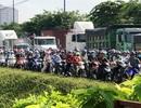 Kẹt xe suốt buổi sáng, giao thông cửa ngõ Sài Gòn hỗn loạn