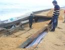 Kè biển 60 tỷ bị sóng đánh vỡ, đe dọa hàng trăm hộ dân