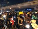 """""""Ngấp nghé"""" Noel và Tết Dương lịch, đường phố Hà Nội ùn tắc nghiêm trọng"""