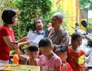 Báo Dân trí tặng quà trung thu đến các bé họ Nhân ở Cần Thơ
